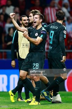 Cesar Azpilicueta of Chelsea celebrates victory during the UEFA Champions League group C match between Atletico Madrid and Chelsea FC at Estadio Wanda Metropolitano on September 2017 in Madrid, Spain. Chelsea Football, Chelsea Fc, Football Soccer, Hazard Chelsea, Uefa Champions League, Victorious, Madrid, Celebrities, Spain