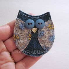 Handmade fabric owl applique measuring about 3 inches and is made from upcycled denim and leftover fabric scraps. This little owl is great for scrapbooking, cardmaking, or anything you might want to attach it to! - DIY Home Project Jean Crafts, Denim Crafts, Owl Fabric, Fabric Scraps, Scrap Fabric, Denim Fabric, Artisanats Denim, Denim Purse, Sewing Crafts