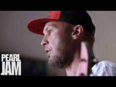 "Jeff Ament Plays ""Getaway"" - Lightning Bolt - Pearl Jam - YouTube"