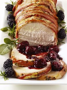 Perfect Christmas dinner -Pancetta-Wrapped Pork Roast with Blackberry-Sage Compote Roasted Fennel Salad, Pork Recipes, Cooking Recipes, Fast Recipes, What's Cooking, Lard, Holiday Dinner, Christmas Entertaining, Pork Dishes
