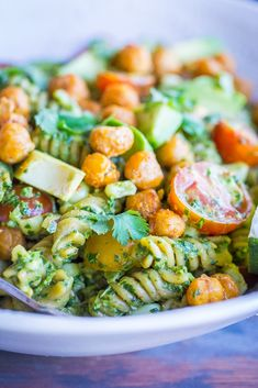 This Southwestern Pesto Pasta is packed with protein and vegetables making it a really healthy dinner that's quick and easy to make! It's so fresh tasting and perfect for a light dinner or potluck salad! It's also vegan and gluten free! Vegan Vegetarian, Vegetarian Recipes, Healthy Recipes, Plant Based Recipes, Veggie Recipes, Crispy Chickpeas, Clean Diet, Vegan Kitchen, Dinner Options