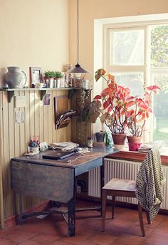 Home Office // Desk // Apartment // Interior Design // Home Decor maybe converting my tea cart into a desk......hmmm