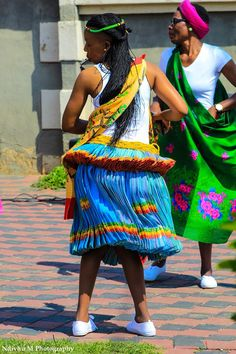 Xitsonga dance by photographer Ndivhu M Work Outfits, Casual Outfits, African Traditional Wear, Princesses, Black Women, Captain Hat, Beautiful Women, Rainbow, Dance