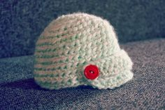 Crochet baby newsboy hat   http://handsfullofhappiness.blogspot.com/2011/06/buy-my-papes-sir-newsboy-hat.html