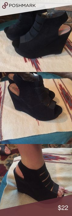 Pink Pepper black wedge Sandel Super cute black suede feel material with elastic straps across the top size 8.5 hardly worn only once or twice just sitting in my closet with out original box like new condition Pink Pepper Shoes Wedges
