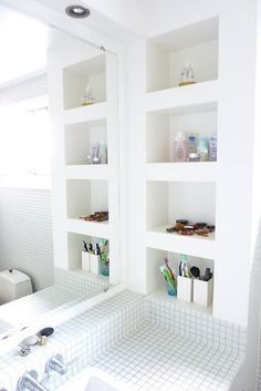 Best and Smart DIY Apartment Bathroom Wall Shelves Ideas Bathroom Wall Shelves, Bathroom Niche, Small Bathroom Storage, Laundry In Bathroom, Bathroom Renos, White Bathroom, Design Bathroom, Bathroom Interior, Modern Bathroom