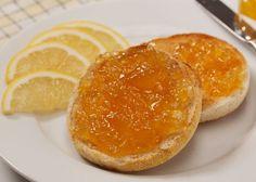La marmellata di limoni si preparano con i limoni messi a cuocere per circa 1 ora ottenendo poi una purea che porremo ulteriormente a cuocere. Scopri come prepararla seguendo i passaggi della ricetta.