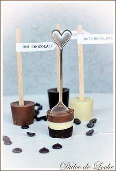 チョコレートを重ねて、グラデーションにしても楽しいですね。