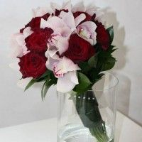 Trandafiri rosii, orhidee cymbidium Ranunculus, Wedding Flowers, Glass Vase, Floral, Decor, Decoration, Persian Buttercup, Flowers, Decorating