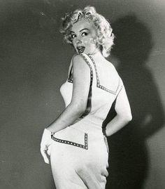 Marilyn Monroe Artwork, Norma Jean Marilyn Monroe, Joe Dimaggio, Hollywood Glamour, Old Hollywood, Divas, Norma Jeane, Celebs, Celebrities