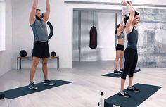 Πέντε απλές ασκήσεις με βαράκια για να γυμνάσετε όλο σας το σώμα – Fumara.gr