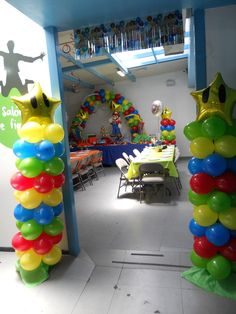 an overall view of how to decorate a Mario bros party just with balloons.