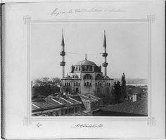 [The Yeni Valide Sultan Camii (mosque) in Üsküdar]