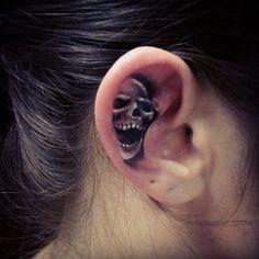 Mini Skull im Ohr - Tattoo designs - 3d Tattoos, Badass Tattoos, Skull Tattoos, Body Art Tattoos, Girl Tattoos, Sleeve Tattoos, Tattoos For Guys, Skull Hand Tattoo, Tatoos