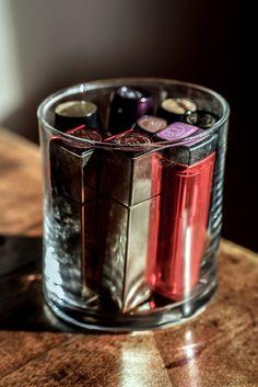 Återanvänd gamla glasljus! #partylite #candlejars #recycle #cosmetics #återanvändning #glasljus Zero Waste, Nye, Shot Glass, Minimalist, Tableware, How To Make, Dinnerware, Dishes, Shot Glasses