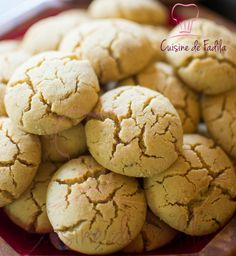 Ghriba Bahla: recette en vidéo Ghriba Bahla est une pâtisserie qui nécessite peu d'ingrédients et trouvera bien sa place à l'heure du thé ou du café .