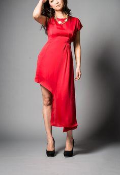 アシンメトリーレッドドレス
