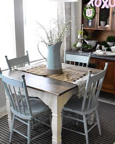 18 Trendy Spray Painting Old Furniture Chair Makeover Painted Kitchen Tables, Painting Kitchen Chairs, White Kitchen Chairs, Square Kitchen Tables, Painted Dining Chairs, Old Kitchen Tables, Painting Old Furniture, Spray Painted Furniture, Spray Paint Table