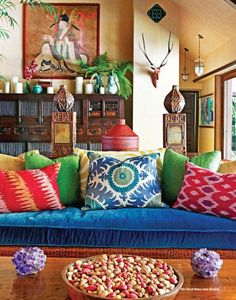 Extra colorful pillows to refresh the sofa!