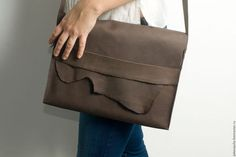 Мужские сумки ручной работы. Ярмарка Мастеров - ручная работа. Купить Сумка папка для документов портфель на ремне из натуральной кожи. Handmade.