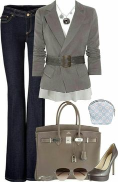We're loving this outfit paired with the Tres Bleu Purse Pod. #FashionFriday #WorkAttire #BusinessCasual