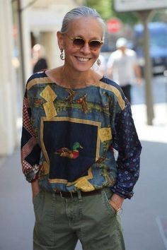 Silver-Haired Beauties: Short Style for a sporty Autumn. Linda V Wright. Mature Fashion, Fashion Over 50, Linda V Wright, Mode Ab 50, Looks Style, My Style, Moda Outfits, Quoi Porter, Mode Plus