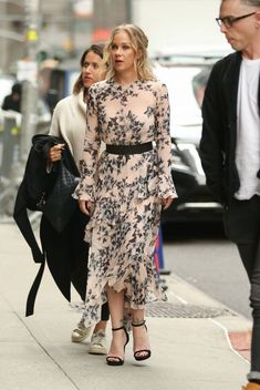 Latest Chic Outfits & Fashion Inspiration for all shape and sizes. Check out our dresses to jeans to skirts to leggings including petite and plus size styles Chic Outfits, Fashion Outfits, Christina Applegate, Stephen Colbert, Celebs, Celebrities, Knee High Boots, Her Style, Actors & Actresses