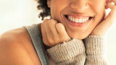 Skuteczne naturalne metody wybielania zębów - Stylnazdrowie.pl