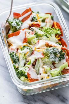 Broccoli Meal Prep Salad – Crunchy and full of flavor, this broccoli salad meal-prep recipe is our idea of meal-prep perfection. It's super easy, healthy and packed with protein. We kee… Low Carb Keto, Low Carb Recipes, Cooking Recipes, Healthy Recipes, Week Meal Prep Recipes, Healthy Foods, Broccoli Recipes, Broccoli Salad, Salad Recipes