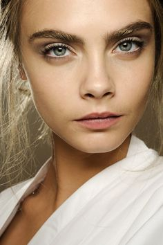 Valentino Creamy complexions, lightly contoured eyes, long lashes and brushed-up brows made up the pretty beauty look.