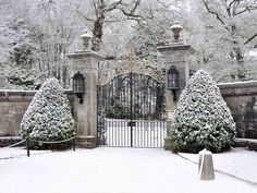 Gypsy Purple home: What a beautiful snow covered Estate in Winter. - Prada Perfume - Ideas of Prada Perfume - Gypsy Purple home: What a beautiful snow covered Estate in Winter. Winter Szenen, Winter Time, Parks, Front Gates, Purple Home, Snow Scenes, Winter Beauty, Garden Gates, Winter Garden