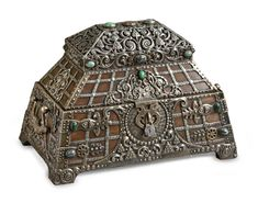 An impressive silver-mounted wood jewellery casket, Ovchinnikov, Moscow, 1908-1917   Sotheby's  Estimate 40,000 — 60,000 GBP LOT SOLD. 181,250 GBP