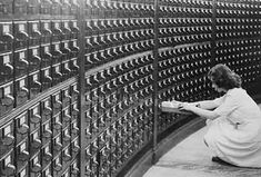 A woman using the card catalog at the main reading room of the Library of Congress, circa Photo: Library of Congress Vintage Library, Birds Eye View, Library Of Congress, Literature, Catalog, National Parks, Old Things, World, American