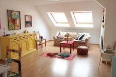 Eingerichtete wohnzimmer ~ Geräumiges modern eingerichtetes wohnzimmer mit großes