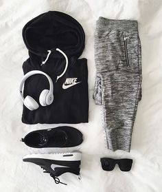 Fitness Outfits Women Athletic Wear Nike Shoes Outlet Ideas For 2019 Nike Outfits, Sport Outfits, Casual Outfits, Fitness Outfits, Fitness Shoes, Gym Fitness, Fitness Tracker, Casual Shoes, Nike Free Shoes