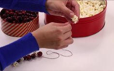 Popcorn Garland12 Natural Christmas Garland Ideas To Adorn Your Homestead   Cool, Unique And Inexpensive DIY Home Decor by Pioneer Settler at http://pioneersettler.com/diy-natural-christmas-garland-ideas/