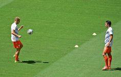 Heerlijke goal Robben in warming-up   Telegraaf-Telesport