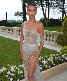 Bella Hadid Wears Sparkly Naked Dress to amfAR Gala 2017 - Bella Hadid Red Carpet Cannes Style Pretty Dresses, Sexy Dresses, Beautiful Dresses, Formal Dresses, Wedding Dresses, Gala Dresses, Red Carpet Dresses, 40s Mode, Bella Hadid Style