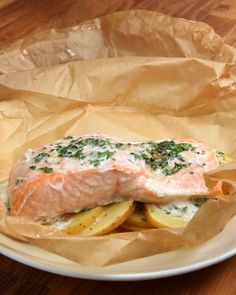 Servings: 1INGREDIENTSParchment paper or aluminum foil, 12x18 inches1 white potato, thinly slicedSalt & pepper to taste6 ounces skinless salmon3 tablespoons butter, melted1 clove garlic2 tablespoons fresh parsley, choppedPREPARATION1. Preheat oven to 350°F/180°C.2. Fold the parchment paper in half, then open up.3. In a bowl, combine the butter, garlic, and parsley.4. On one half of the parchment, lay down the potatoes. Drizzle on half of the garlic butter mixture. Add salt and pepper as…