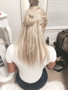 Shop our online store for blonde hair wigs for women.Blonde Wigs Lace Frontal Hair Red To Blonde Ombre From Our Wigs Shops,Buy The Wig Now With Big Discount. Messy Bun Hairstyles, Frontal Hairstyles, Down Hairstyles, Summer Hairstyles, Straight Hairstyles, Hairstyle Ideas, Hair Ideas, Pretty Hairstyles, Long Blonde Hairstyles