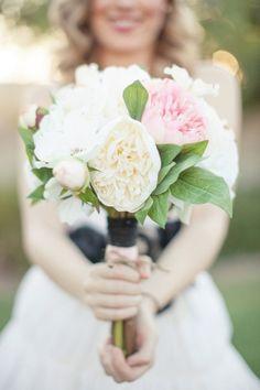 ivory and pink garden rose bouquet // photo by DianaElizabethBlog.com