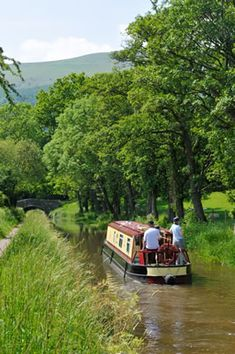 Drifters canal boat, narrowboat and boating holidays UK Canal Boats England, Canal Boat Narrowboat, Narrowboat Holidays, Canal Barge, Boating Holidays, Old Sailing Ships, Winter Pictures, Beautiful Places To Travel, Beautiful Landscapes