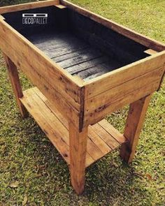 If space is an issue the answer is to use garden boxes. In this article we will show you how all about making raised garden boxes the easy way. We all want to make our gardens look beautiful and more appealing. Raised Garden Planters, Raised Planter Boxes, Elevated Garden Beds, Garden Planter Boxes, Raised Garden Beds, Raised Beds, Balcony Gardening, Planter Beds, Raised Vegetable Gardens