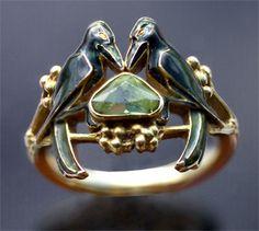 RENE LALIQUE, Art Nouveau Ring, Bird Ring gold enamel peridot