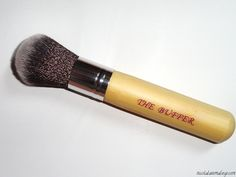 Nicola Kate Makeup: Hair and Makeup Addiction Brushes: Product Info and Review