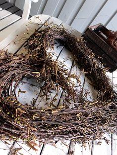 Stort hjerte av hengebjørk – fleurs Grapevine Wreath, Grape Vines, Christmas Wreaths, Holiday Decor, Design, Home Decor, Flowers, Crafts, Do Crafts