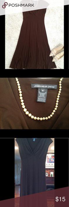 Brown Jones Wear dress. Very comfortable sleeveless, v-neck slip on dress. Machine washable from a smoke free and pet free home. Jones New York Dresses Midi