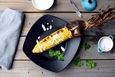Grillede maiskolber med syrlig fetakrem Garden Trowel, Garden Tools, Snacks, Food, Tapas Food, Appetizers, Meal, Yard Tools, Essen