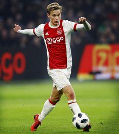 Frenkie de Jong is op het gebied van voetbal een heel grote inspiratiebron voor mij, want hij speelt op dezelfde positie als waar ik speel en ik volg hem als sinds hij bij Willem II voetbalt dus dat is al aardig lang maar ik heb zeker veel geleerd van hem.