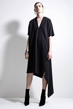 The complete Jil Sander Pre-Fall 2017 fashion show now on Vogue Runway. Live Fashion, Fashion Week, Fashion 2017, Fashion Show, Fashion Design, Fashion Trends, Womens Fashion, Jil Sander, Look Chic